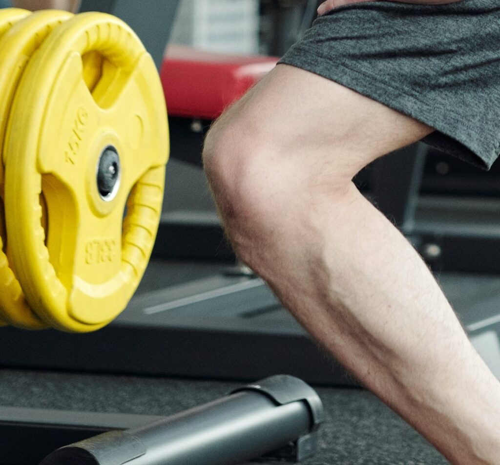 Knee strength exercise for injury treatment